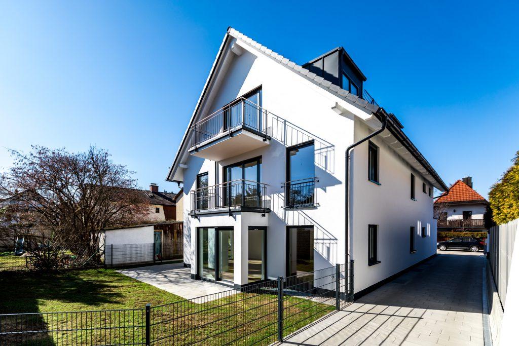 Mehrfamilienhaus München Trudering Frontansicht, schräg