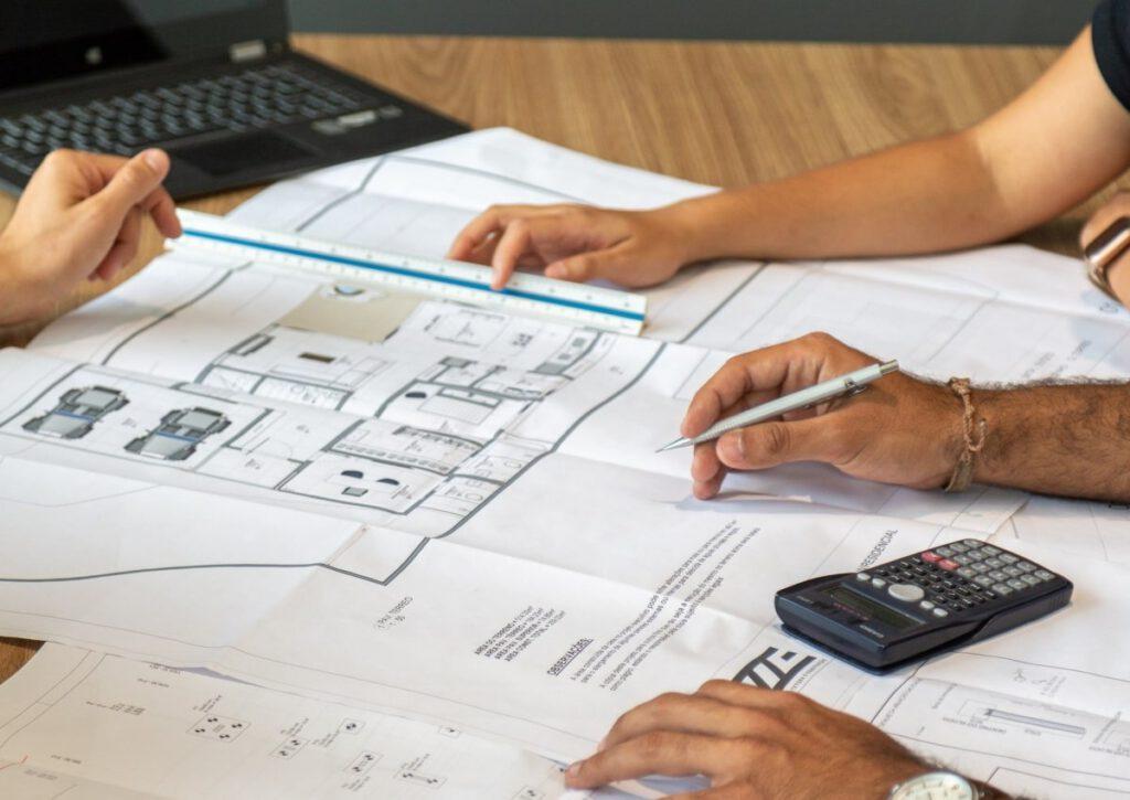 Planungsbetreuung und Besprechung für den Hausbau.